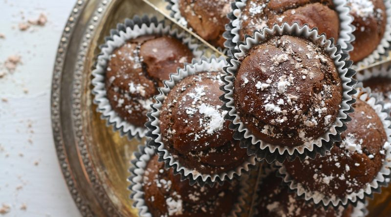 Korzenne muffiny czekoladowe z powidłami śliwkowymi