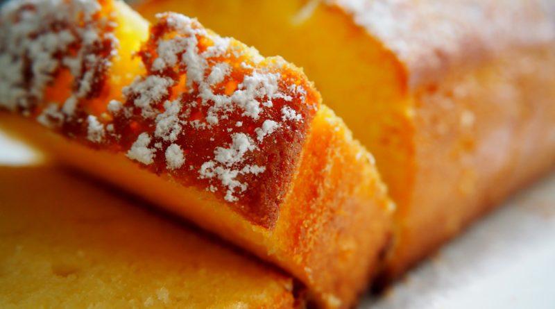 Lemon drizzle cake, czyli proste ciasto cytrynowe