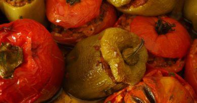 Warzywa faszerowane mięsem mielonym i ryżem