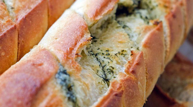 Bagietki zapiekane z masłem ziołowym