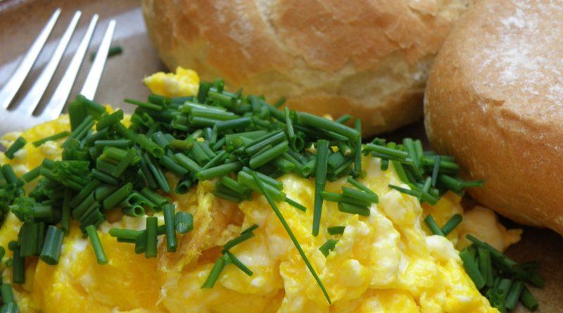 Puszysta jajecznica - przepis