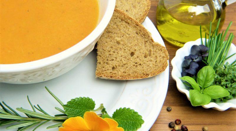 Zupa marchewkowa z karmelizowaną cebulą