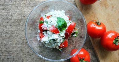 Twarożek z pomidorami i bazylią