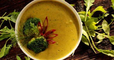 Zupa z brokułów, zielonego groszku i marchewki