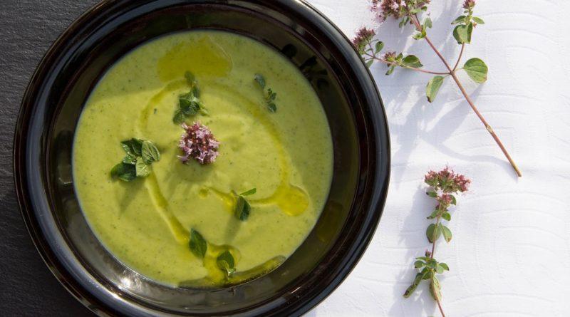 Zupa z cukinii i oregano