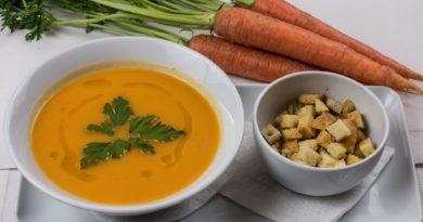 Zupa z marchewki i żółtej cukinii na ostro
