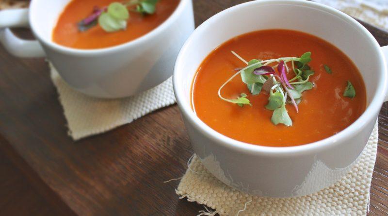 Zupa z pieczonej czerwonej papryki