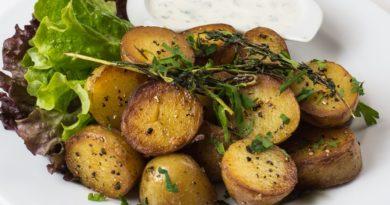 Pieczone ziemniaczki z sosem czosnkowym