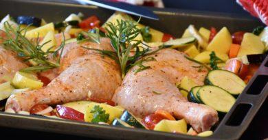 Pieczone ćwiartki z kurczaka z warzywami