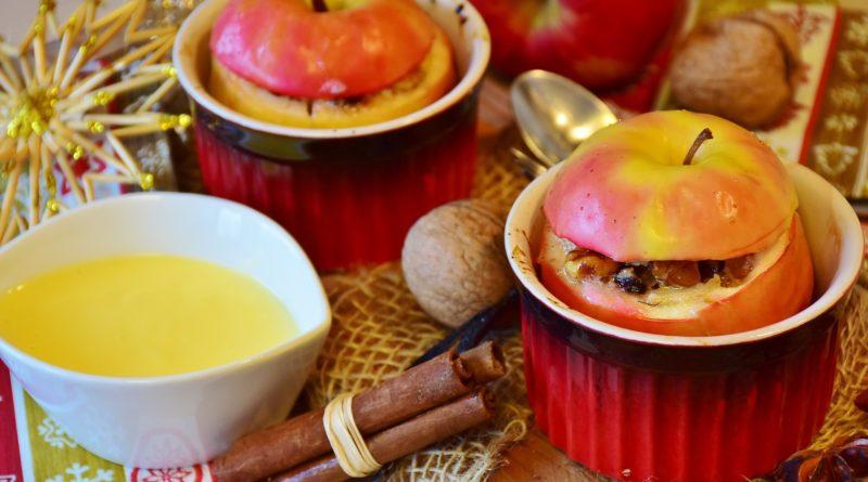Pieczone jabłka z sosem waniliowym