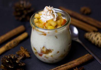 Prosty deser z jabłkiem i jogurtem