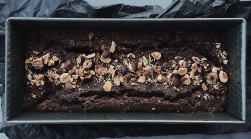 Ciasto czekoladowo-bananowe z orzechami