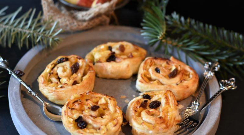 Ślimaczki z ciasta francuskiego z jabłkami i rodzynkami